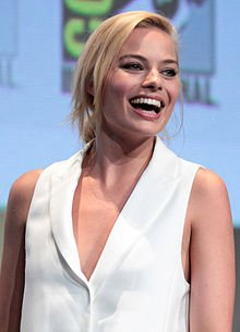 Margot_Robbie_by_Gage_Skidmore