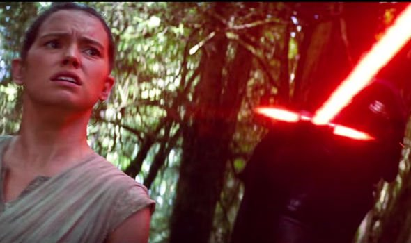 Rey-with-Kylo-Ren-s-flaming-sword-385157